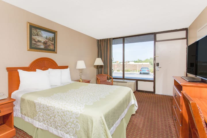 Guest room at the Days Inn Princeton in Princeton, West Virginia