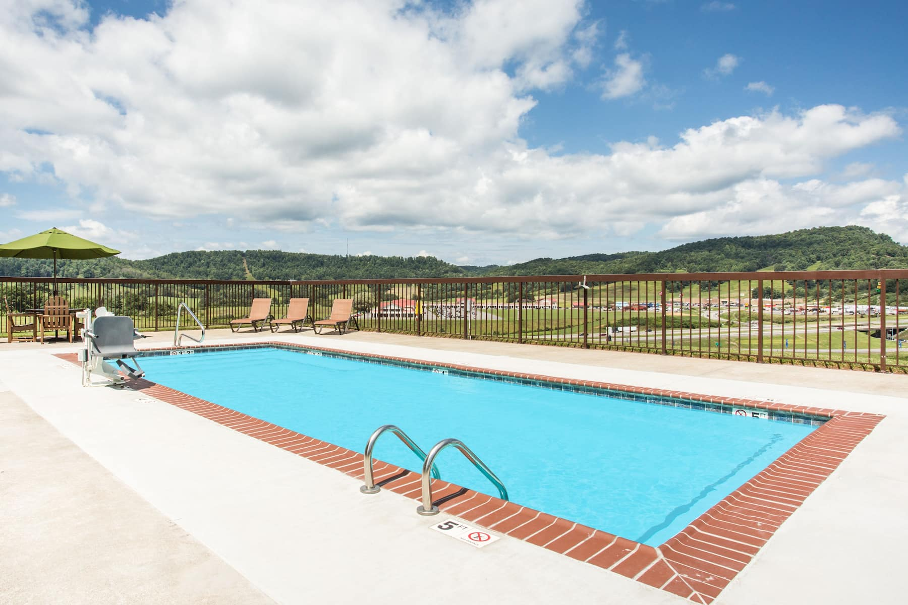 Days Inn Amp Suites By Wyndham Sutton Flatwoods Sutton Wv