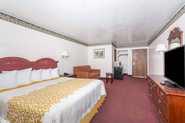Guest room at the Days Inn Evanston WY in Evanston, Wyoming