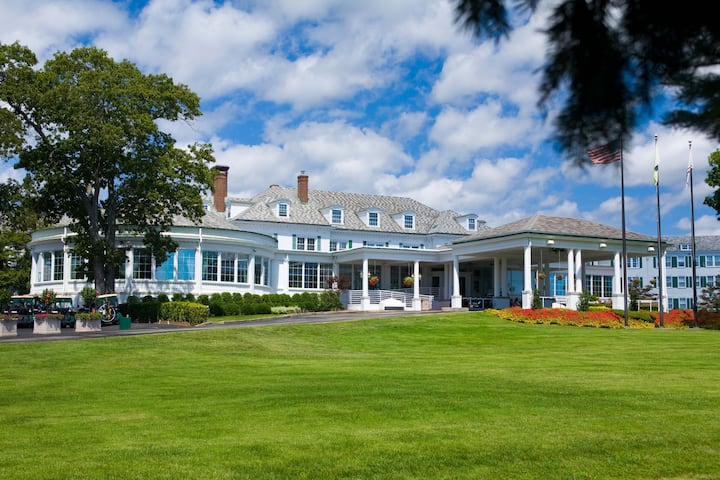 Exterior of Stockton Seaview Hotel & Golf Club hotel in Galloway, New Jersey