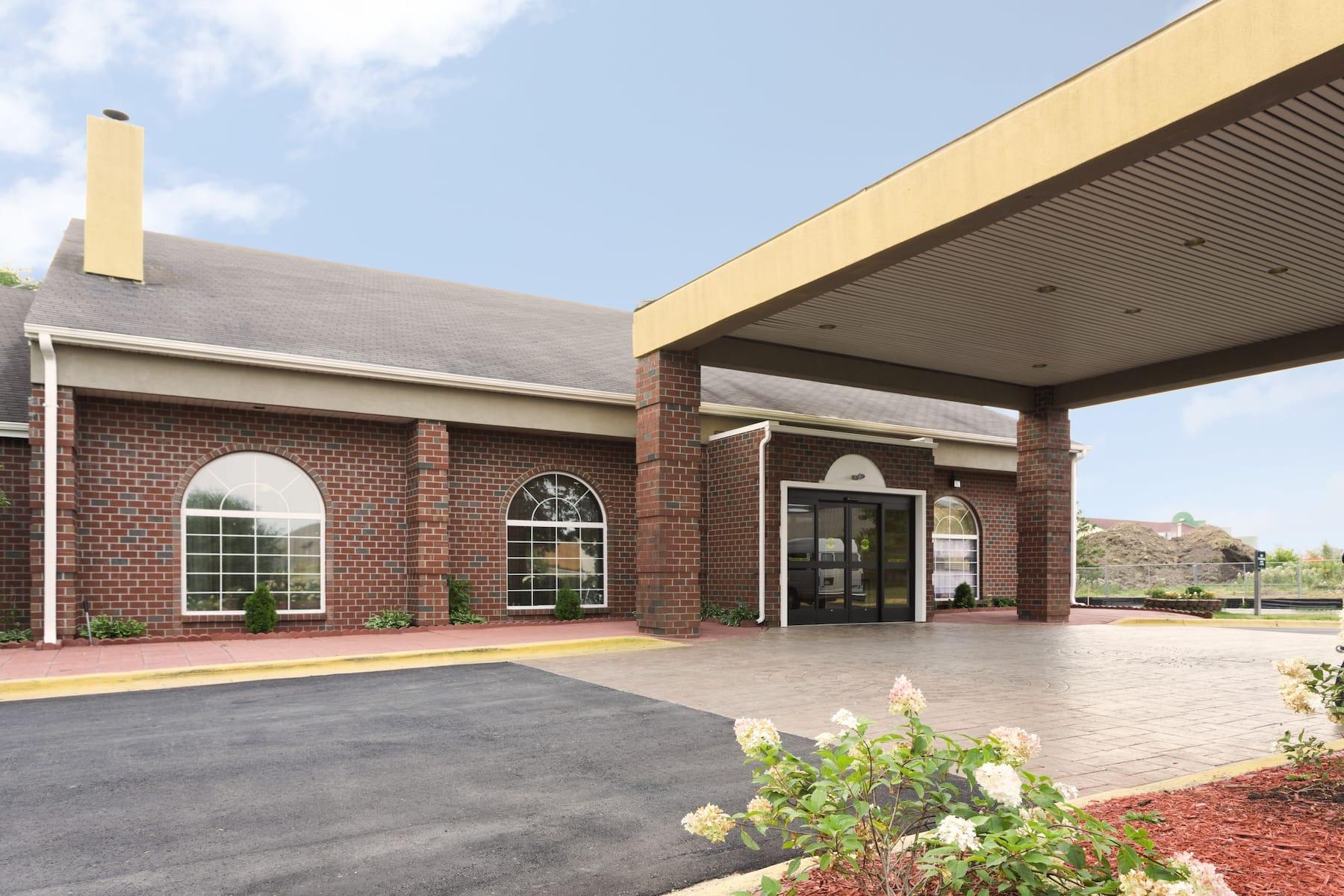Exterior Of Wyndham Garden Grand Rapids Airport Hotel In