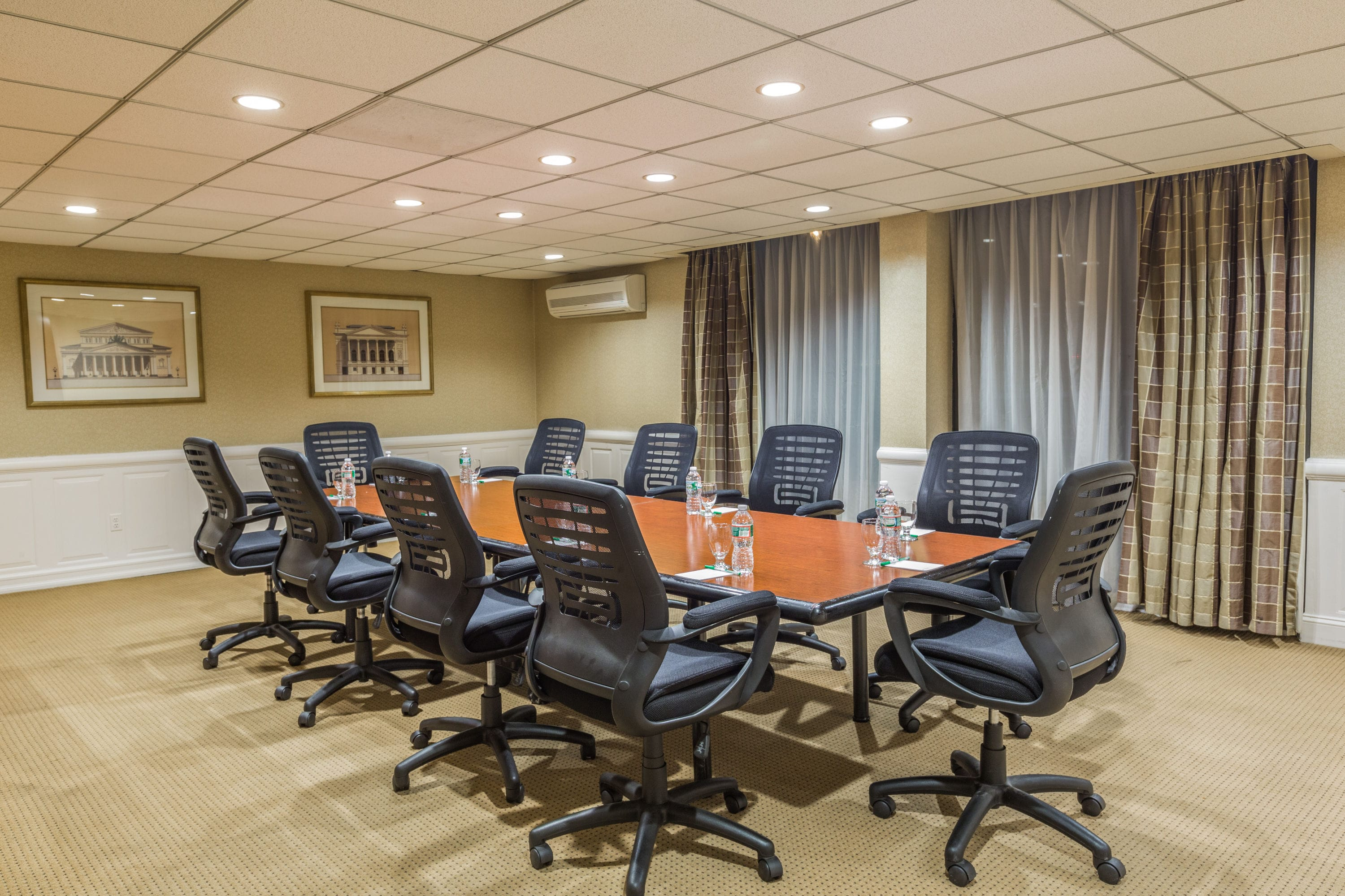 Meeting Room At Wyndham Garden Newark Airport In Newark, New Jersey