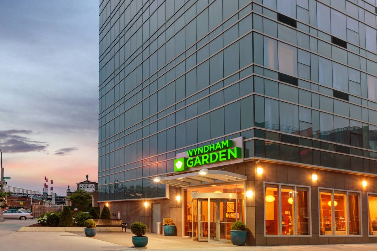 Exterior Of Wyndham Garden Long Island City Manhattan View Hotel In New