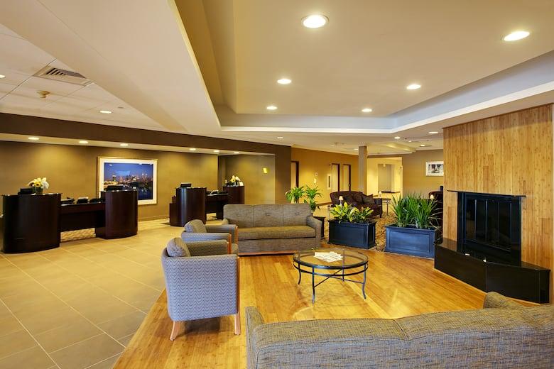 Wyndham Garden Philadelphia Airport Hotel Lobby In Essington Pennsylvania