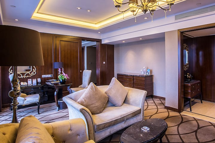 Guest room at the Wyndham Grand Plaza Royale Furongguo Changsha in Changsha, Other than US/Canada