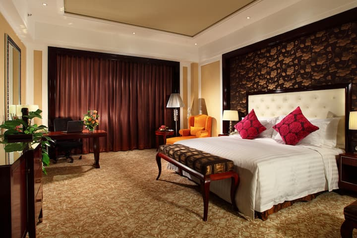 Guest room at the Wyndham Grand Plaza Royale Palace Chengdu in Chengdu, Other than US/Canada