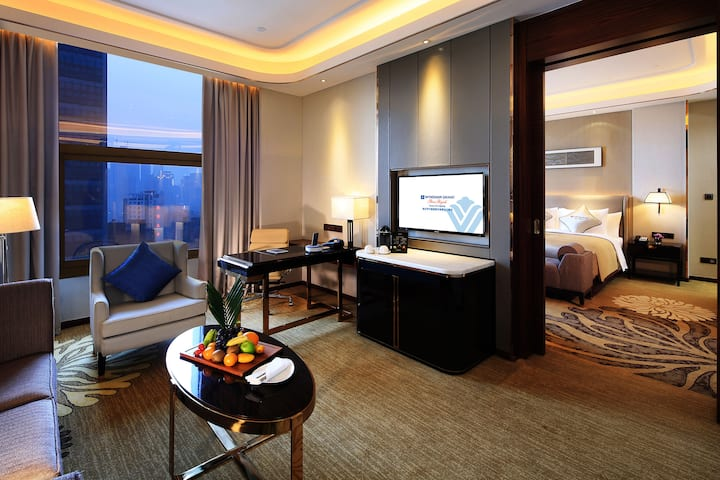 Guest room at the Wyndham Grand Plaza Royale Huayu Chongqing in Chongqing, Other than US/Canada