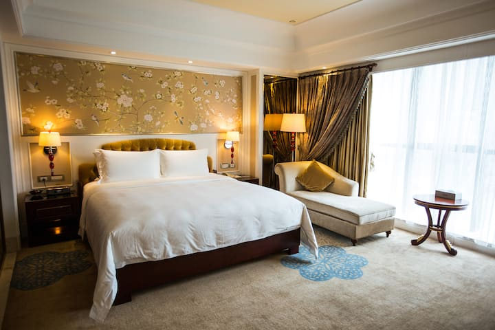 Guest room at the Wyndham Foshan Shunde in Foshan, Other than US/Canada