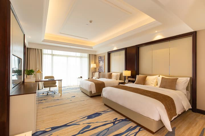 Guest room at the Wyndham Grand Plaza Royale Kaicheng Anji in Huzhou, Other than US/Canada
