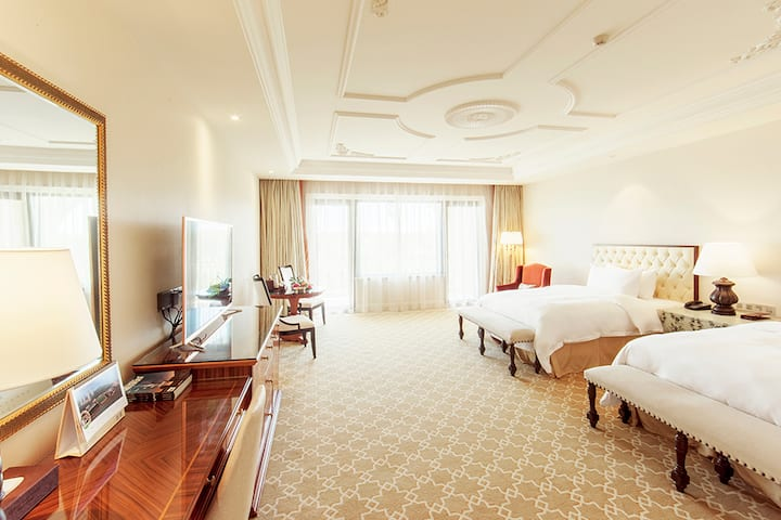 Guest room at the Wyndham Grand Plaza Royale Resort Nanjing in Nanjing, Other than US/Canada