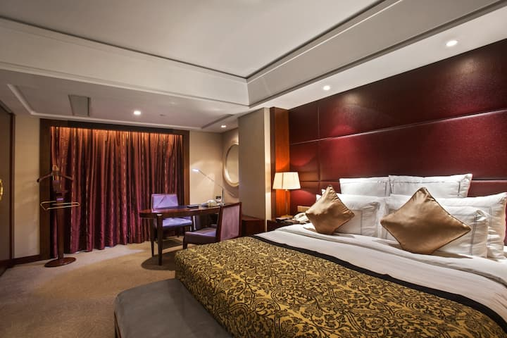 Guest room at the Wyndham Grand Plaza Royale Ningbo in Ningbo, Other than US/Canada