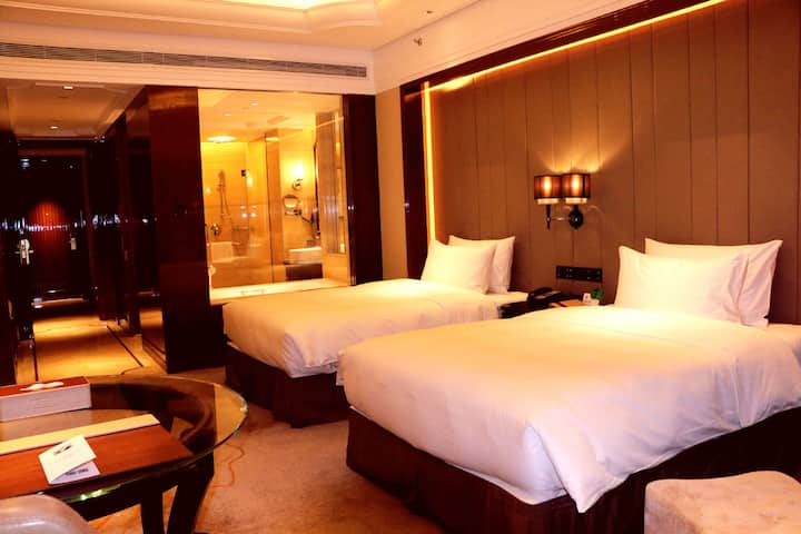 Guest room at the Wyndham Grand Plaza Royale Xianglin Shaoyang in Shaoyang, Other than US/Canada