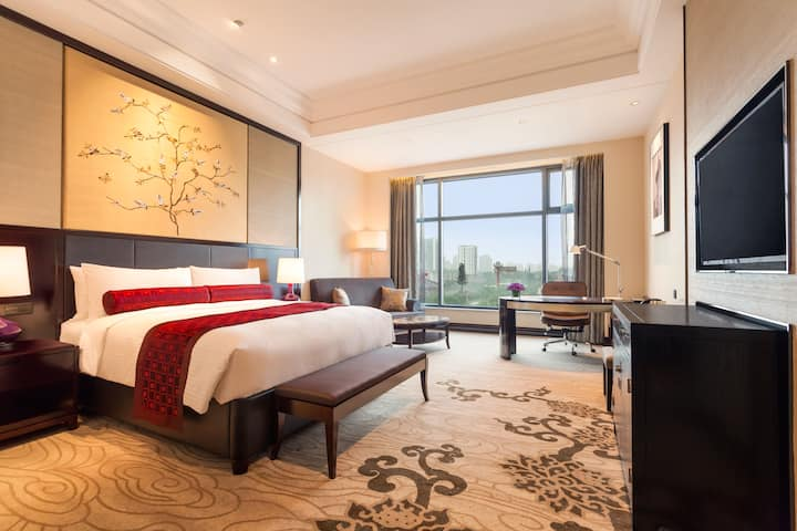 Guest room at the Wyndham Grand Xian South in Xian, Other than US/Canada