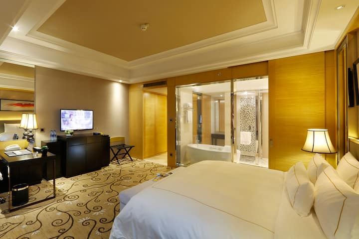 Guest room at the Wyndham Grand Plaza Royale Mingfa Zhangzhou in Zhangzhou, Other than US/Canada