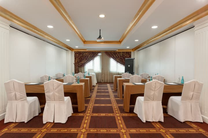 Meeting room at Wyndham Grand Regency Doha in Doha, Other than US/Canada
