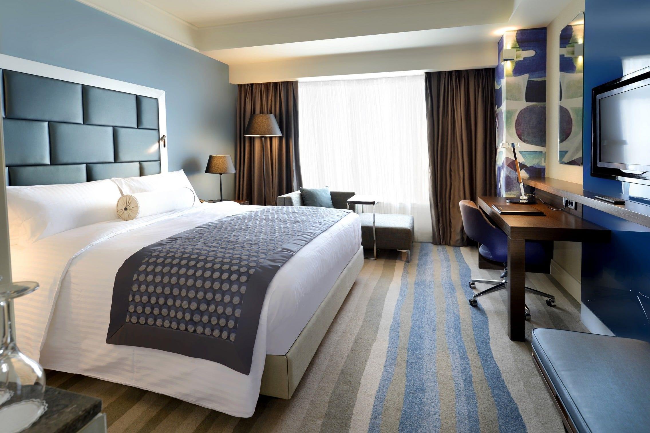 İstanbul'daki Wyndham Grand Istanbul Europe'da konuk odası, ABD/Kanada dışında