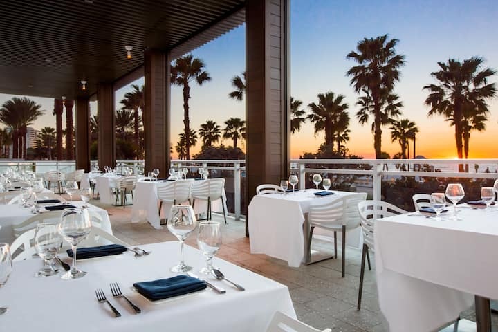 Wyndham Grand Clearwater Beach restaurant in Clearwater, Florida