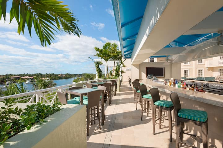 Bar at Wyndham Grand Jupiter at Harbourside Place in Jupiter, Florida