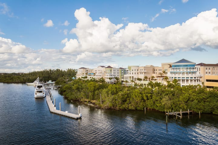 Exterior of Wyndham Grand Jupiter at Harbourside Place hotel in Jupiter, Florida