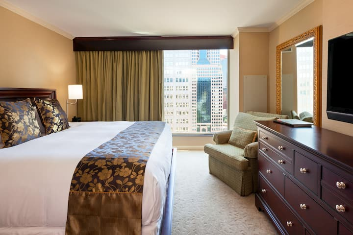 Wyndham Grand Pittsburgh Downtown suite in Pittsburgh, Pennsylvania