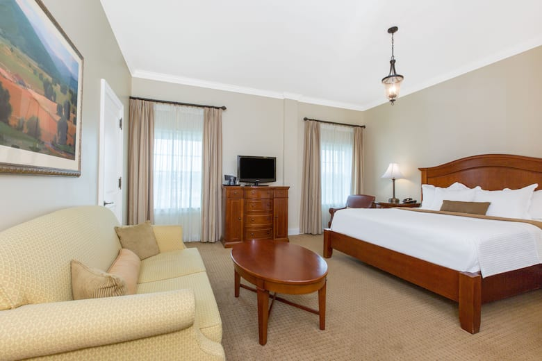 Guest Room At The George Washington A Wyndham Grand Hotel In Winchester Virginia