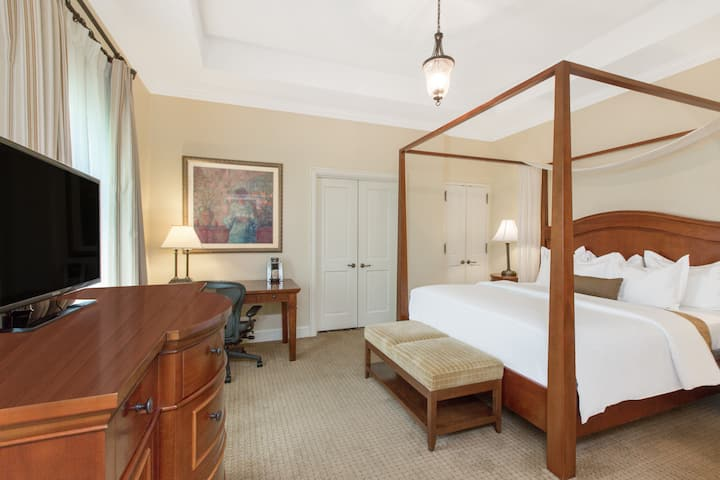 Guest room at the The George Washington A Wyndham Grand Hotel in Winchester, Virginia