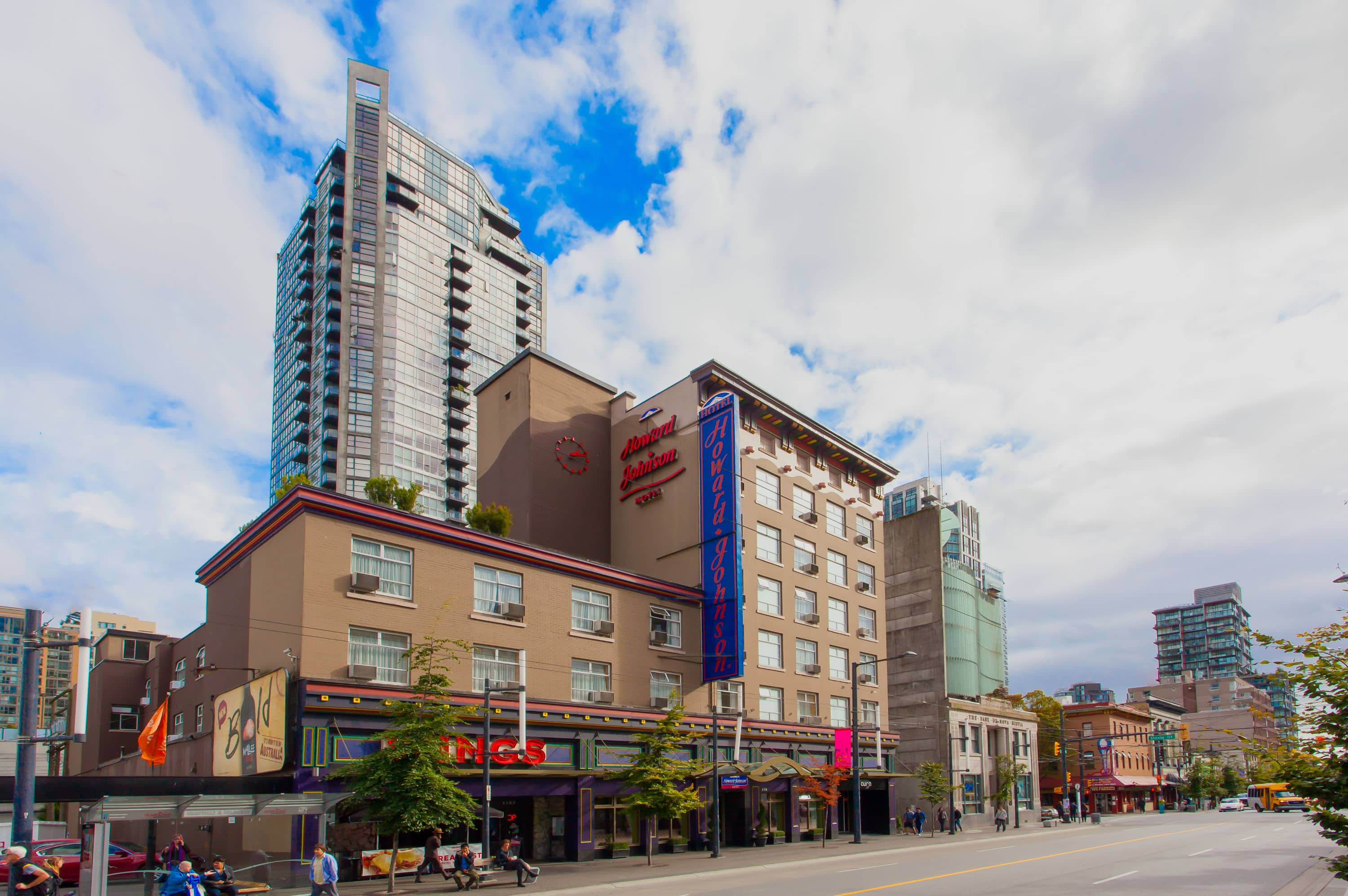 Cool Exterior Of Howard Johnson Hotel Vancouver Downtown In British Columbia With Hotels Near Stanley Park Bc