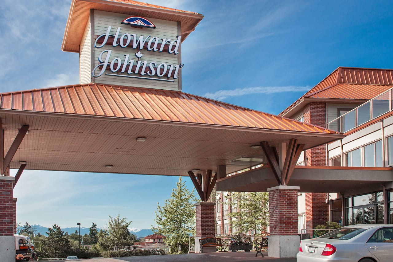 Howard Johnson Hotel & Suites by Wyndham Victoria Elk Lake in  Victoria,  British_Columbia
