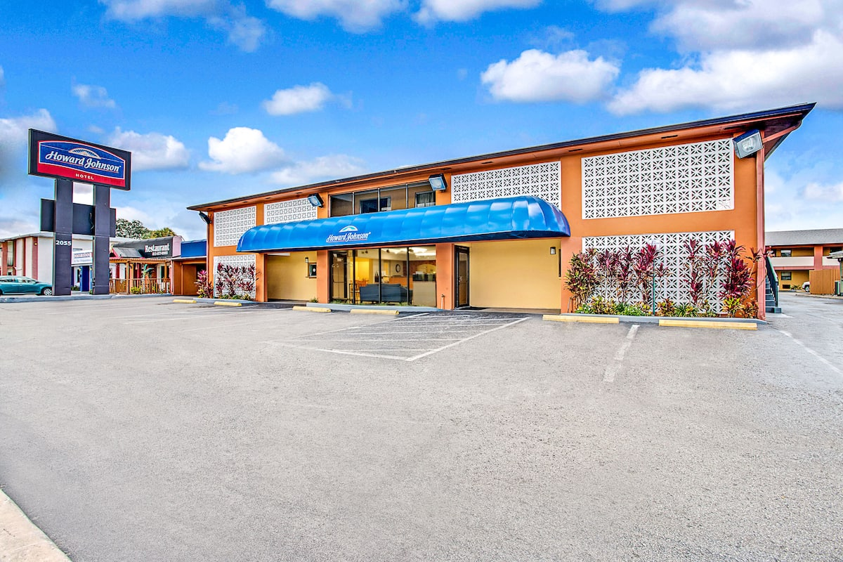 Exterior Of Howard Johnson Hotel Tampa Airport Stadium In Florida