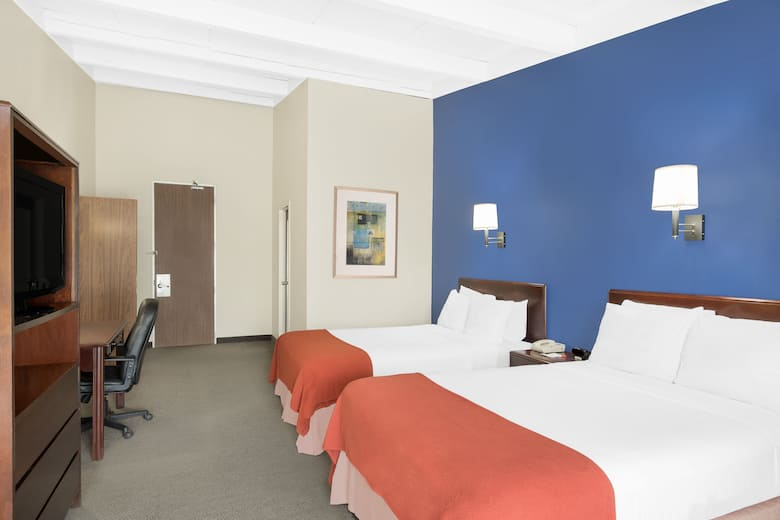 Guest Room At The Howard Johnson By Wyndham Amherst Hadley In Machusetts