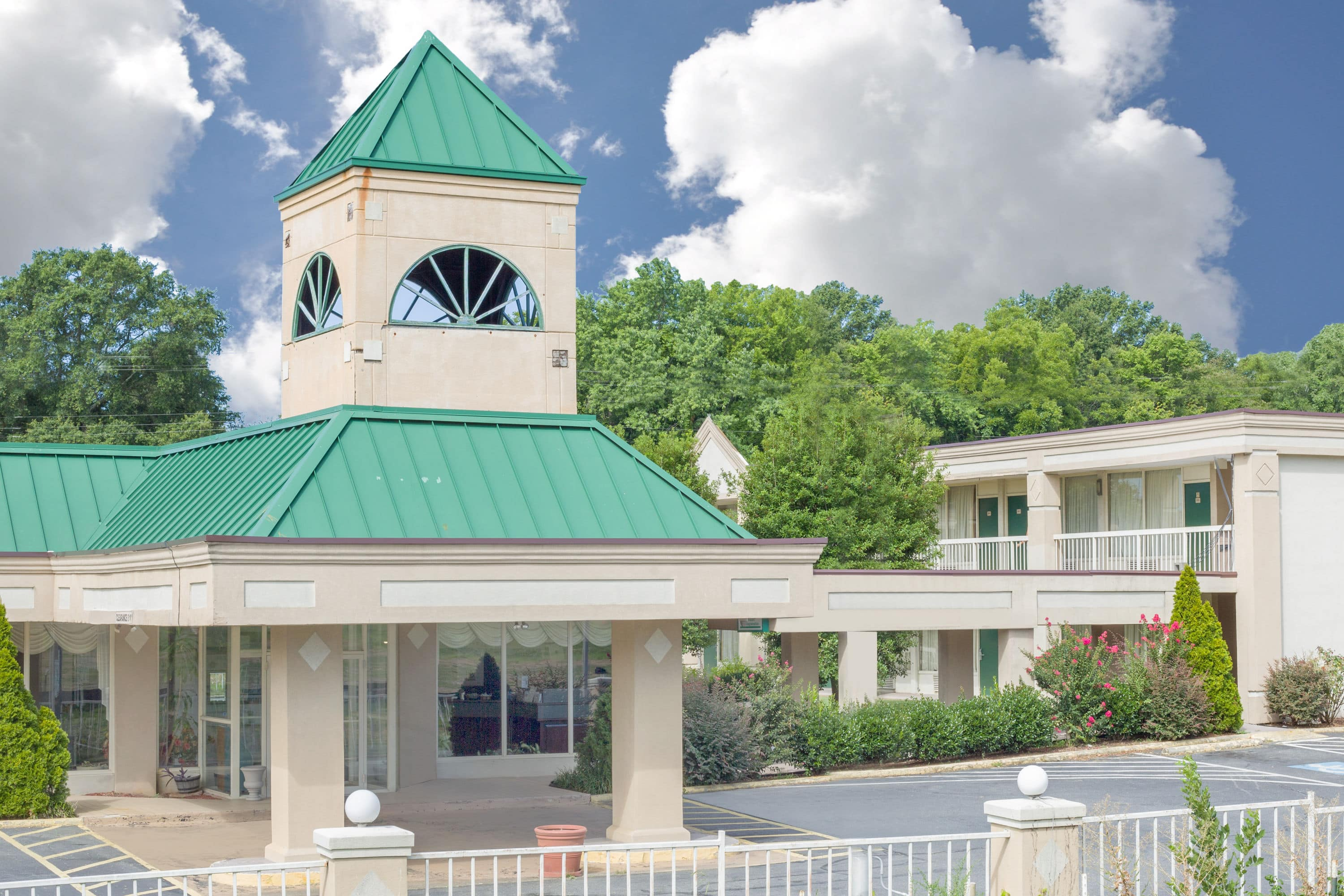 Stunning Exterior Of Howard Johnson Inn Hotel In Concord North Carolina With Hotels Near Charlotte Motor