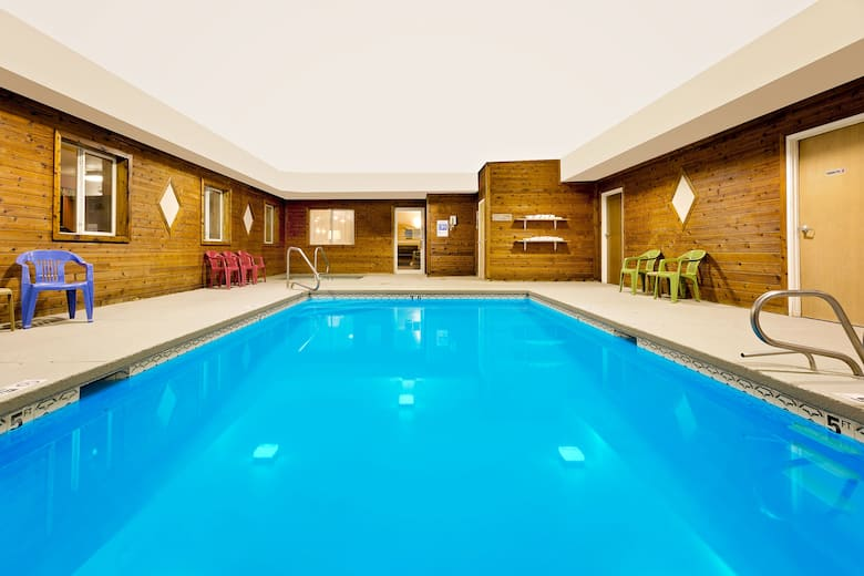Pool At The Howard Johnson Gothenburg In Nebraska