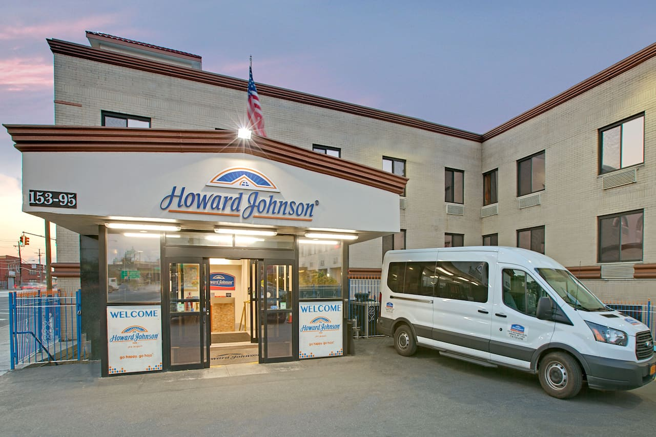 Howard Johnson by Wyndham, Jamaica JFK Airport NYC à Long Island City, New York