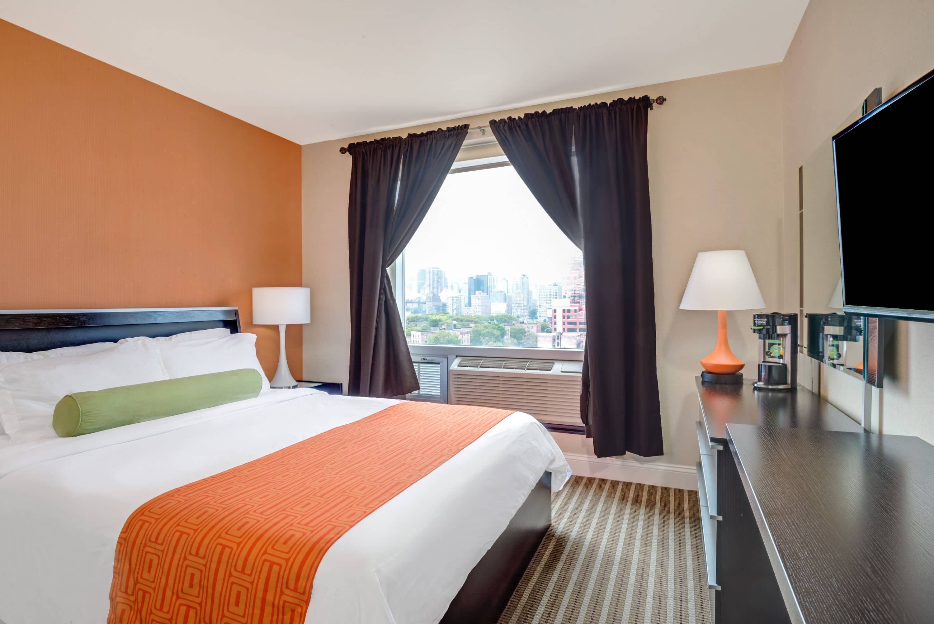 Guest Room At The Howard Johnson By Wyndham Long Island City In Long Island  City,