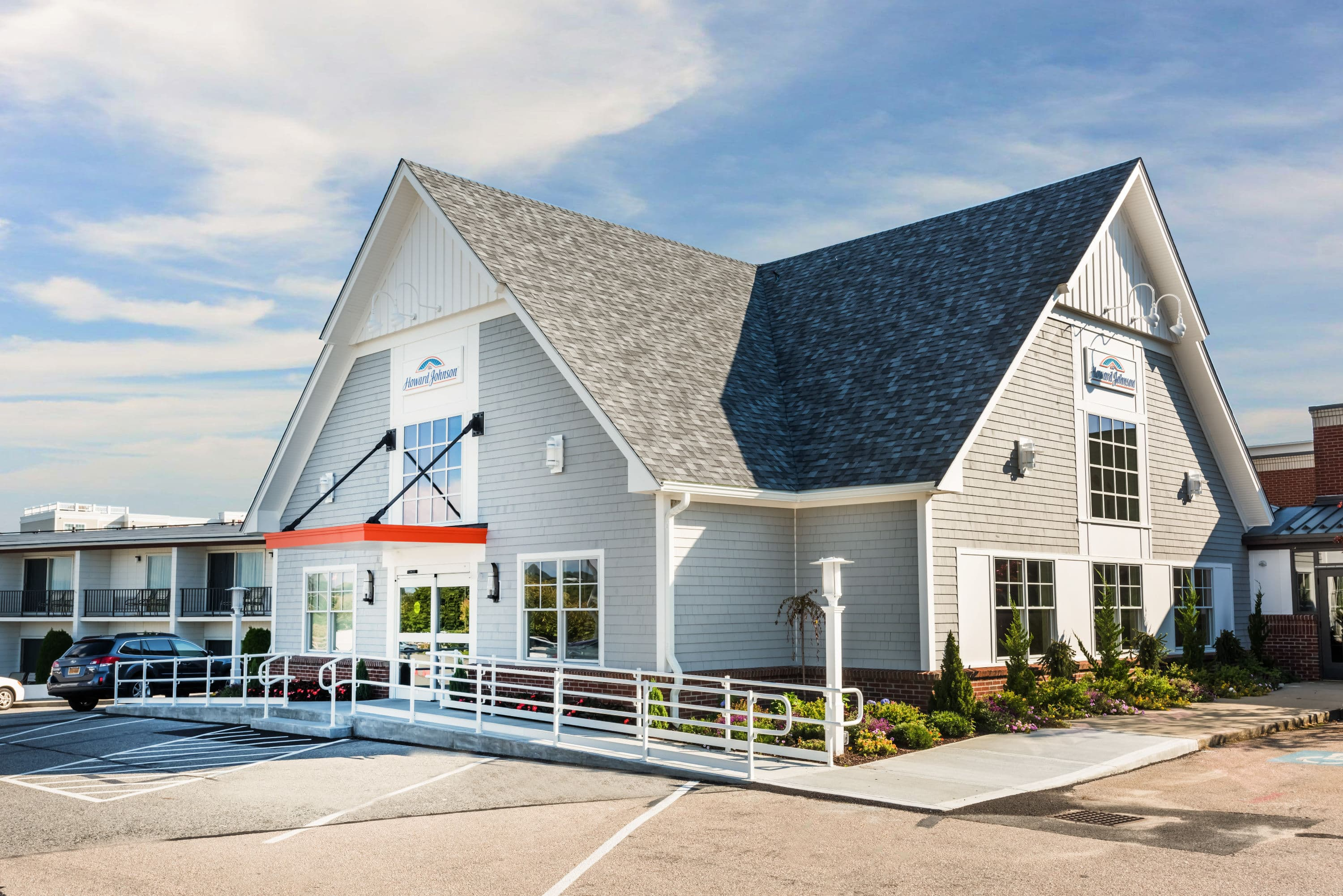 Top Exterior Of Howard Johnson Middletown Newport Area Hotel In Rhode Island With Hotels Near Charlestown Ri