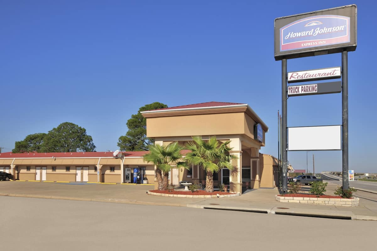 Exterior Of Howard Johnson Express College Station Hotel In Texas