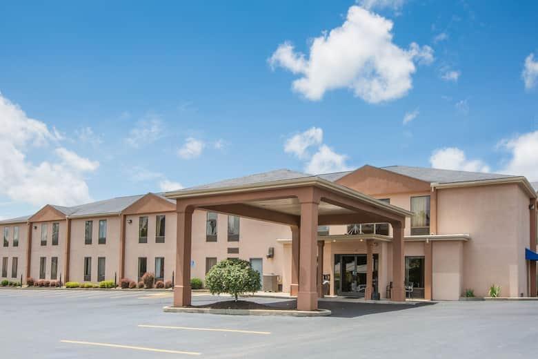 Howard Johnson Express Inn Beckley Hotel Lobby In West Virginia
