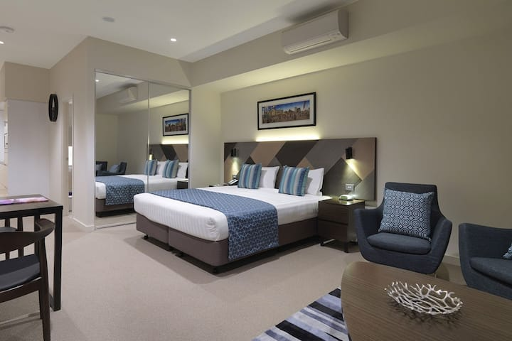 Guest Room At The Wyndham Hotel Melbourne In Other Than Us Canada