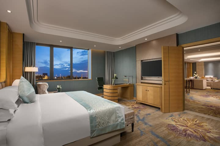 Guest room at the Wyndham HangZhou East in Hangzhou, Other than US/Canada