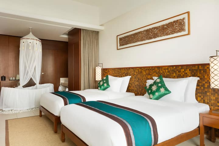 Guest room at the Wyndham Maoming in Maoming, Other than US/Canada