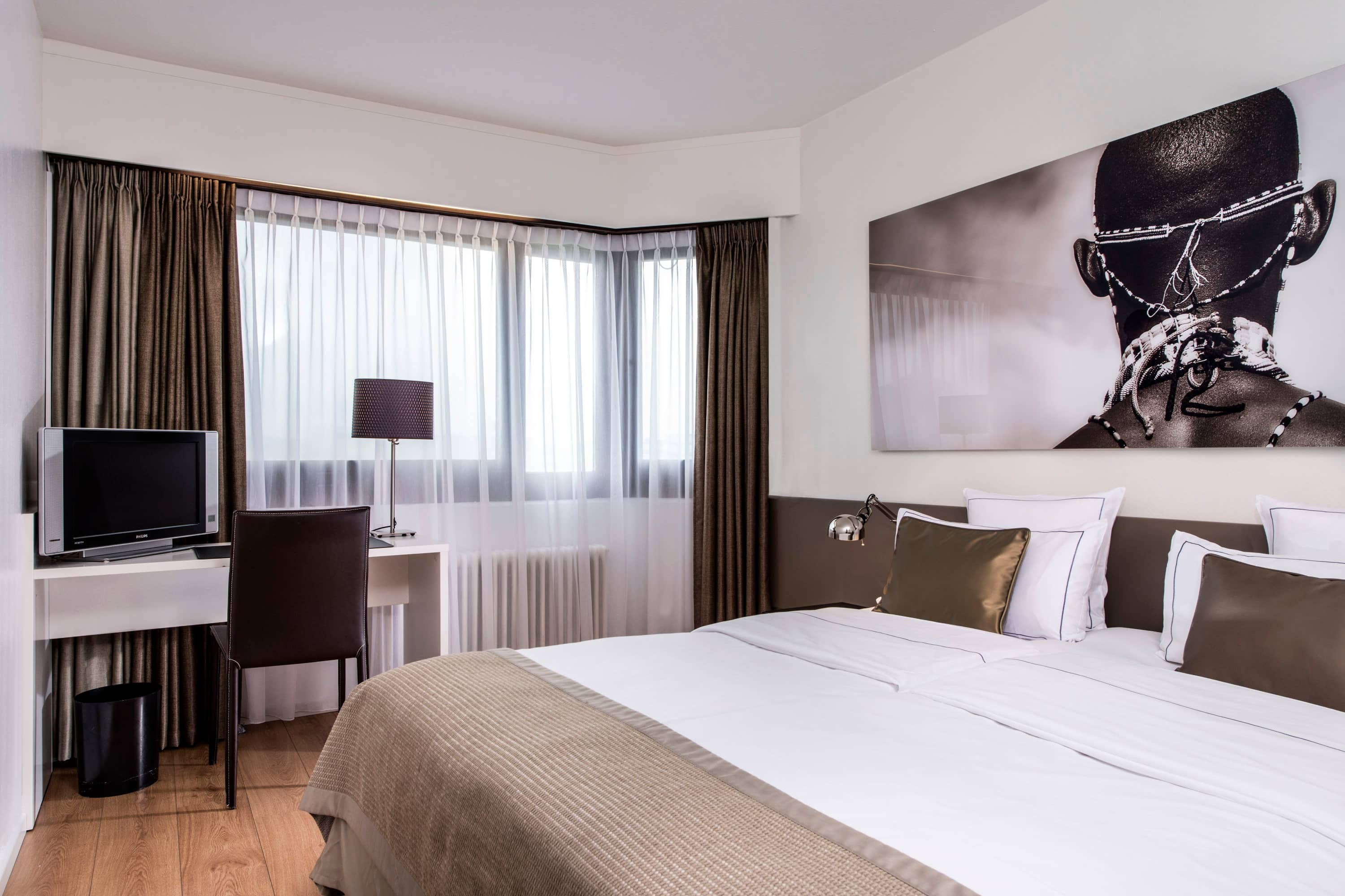 Guest room at the Wyndham Berlin Excelsior in Berlin, Other than US/Canada