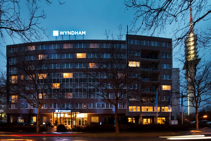 Exterior of Wyndham Hannover Atrium hotel in Hannover, Other than US/Canada