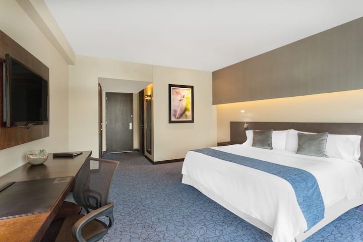 Guest room at the Wyndham Guayaquil in Guayaquil - Guayas, Other than US/Canada