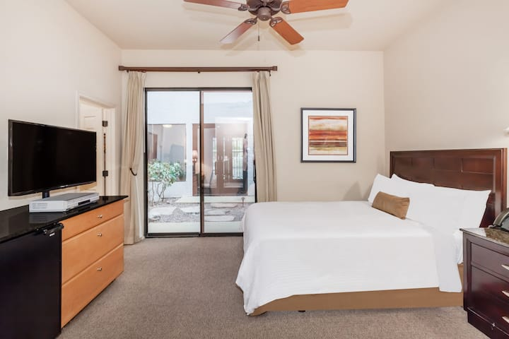 Guest room at the Wyndham Green Valley Canoa Ranch Resort in Green Valley, Arizona