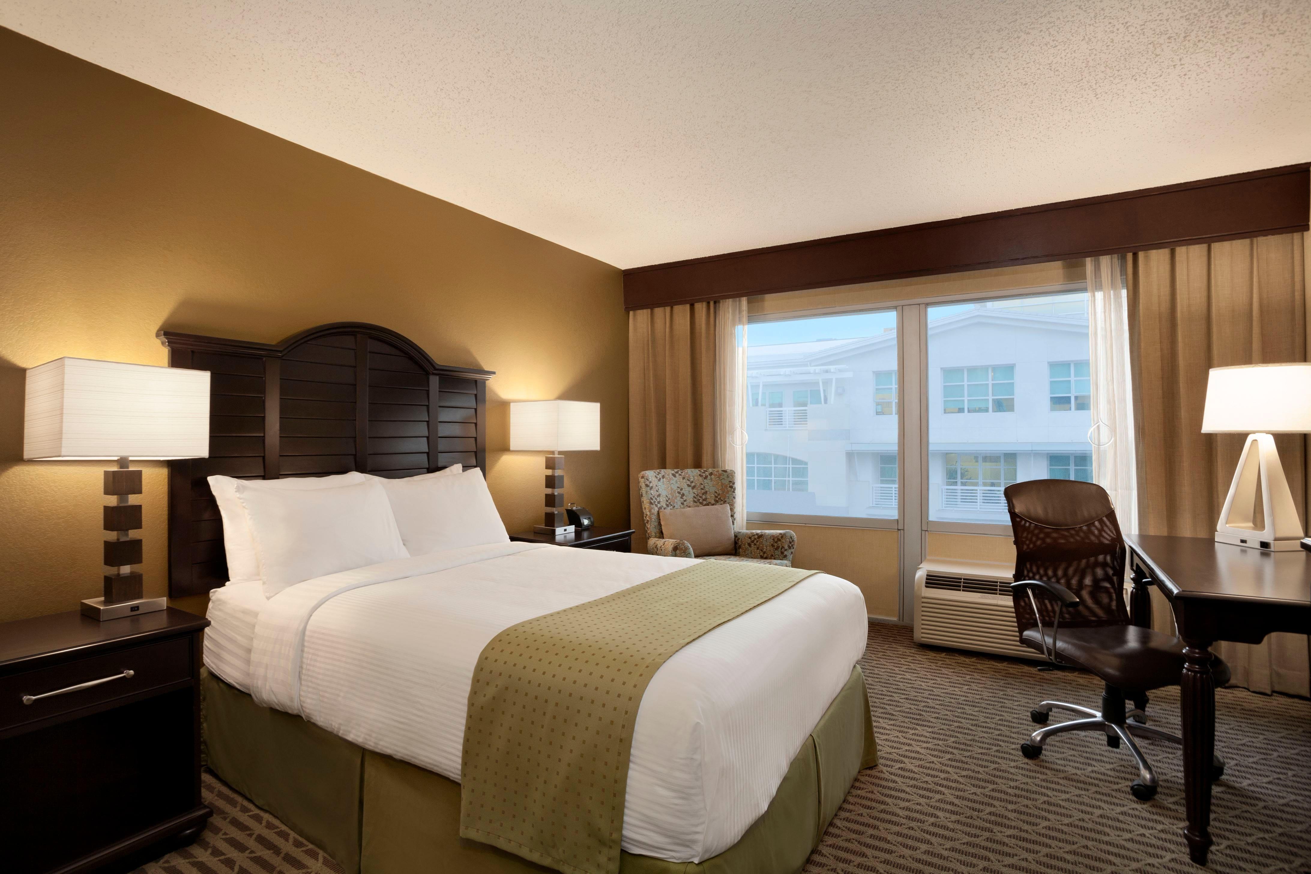 Santa monica hotel sexy rooms