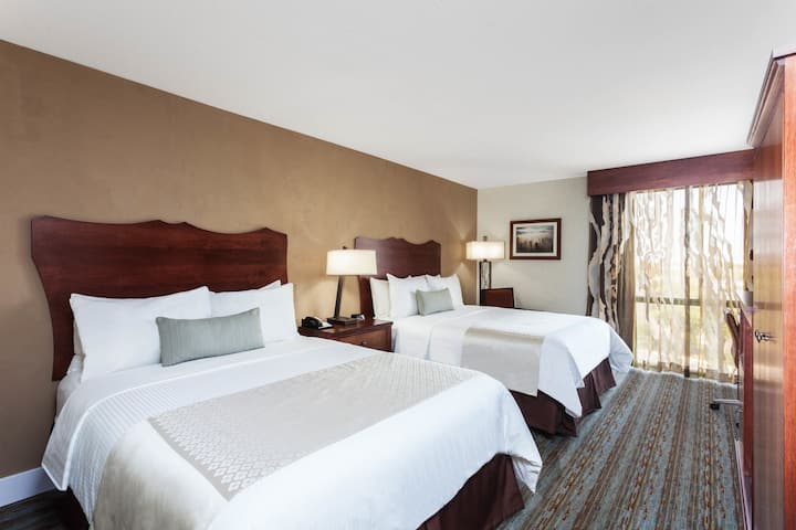 Guest room at the Wyndham Visalia in Visalia, California