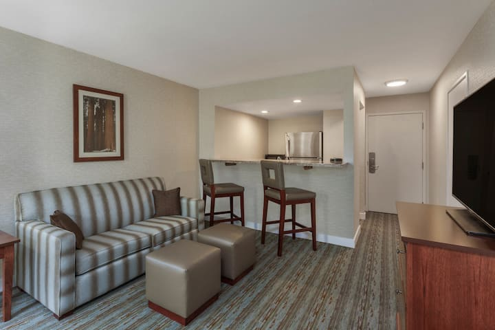 Wyndham Visalia suite in Visalia, California