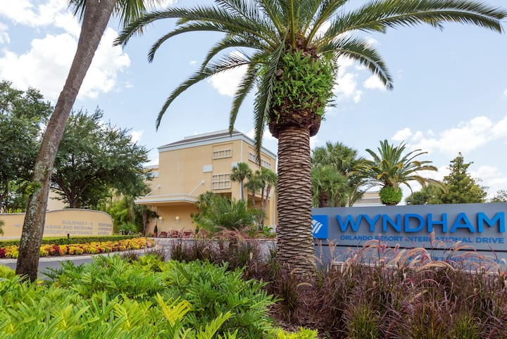 Exterior of Wyndham Orlando Resort International Drive hotel in Orlando, Florida