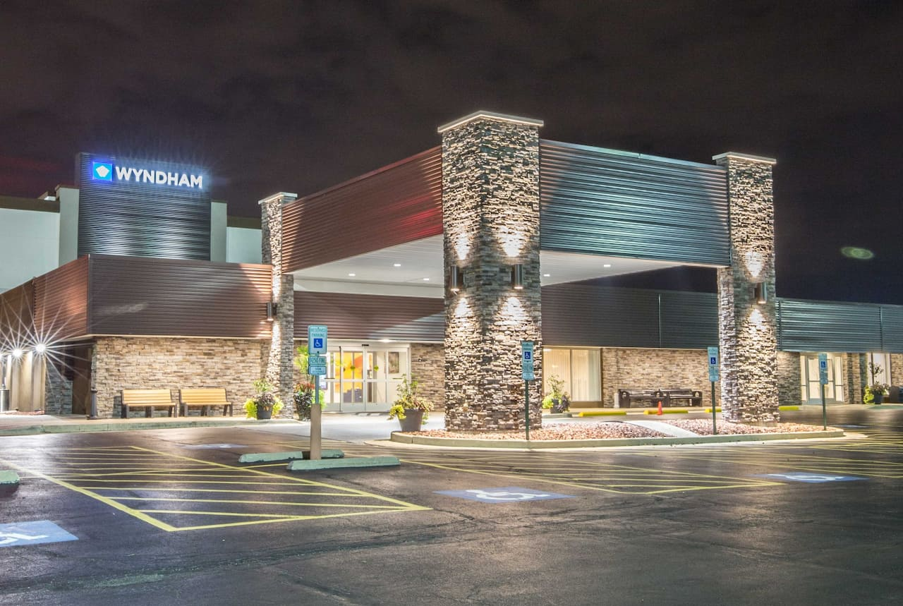 Wyndham Chicago O'Hare in  Wheeling,  Illinois