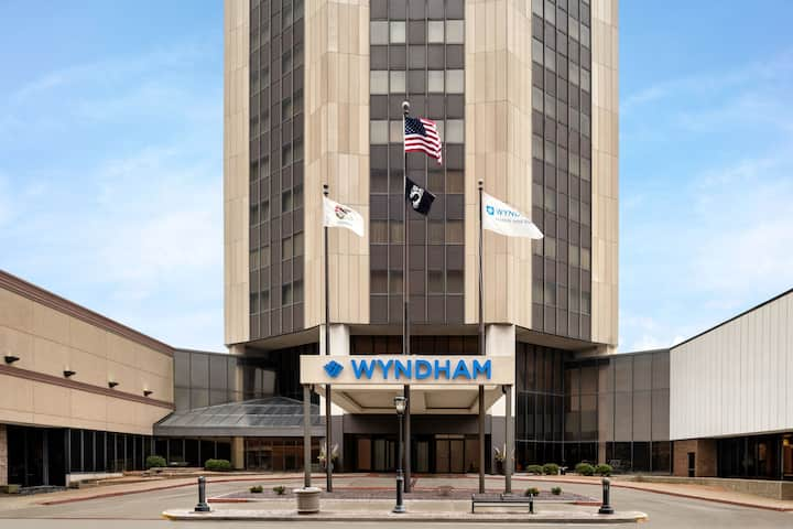 Exterior of Wyndham Springfield City Centre hotel in Springfield, Illinois